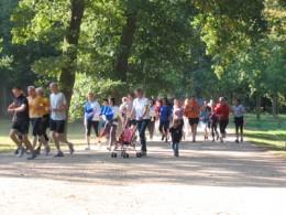 Auf zur Venus: Joggerinnen und Jogger im Bürgerpark beim Lauf zur Venus