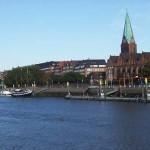 Fluss, Häuser und Kirche