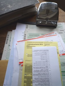 Formulare, Aktenordner und Locher