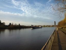 Die Weser mit Lastschiff