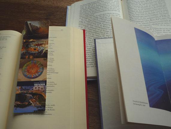 aufgeschlagene Bücher mit Lesezeichen