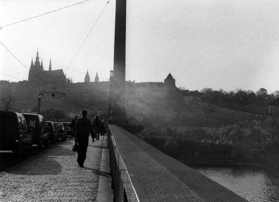 Brücke in Prag, im Hintergrund die Burg.