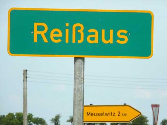 """Ortsschild """"Reißaus"""""""
