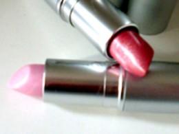 Schönheitswahn, zwei Lippenstifte