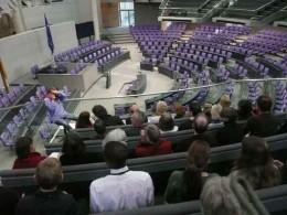 Blick von der Zuschauertribüne auf den Plenarsaal