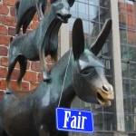 Eine-Welt-Tag, Stadtmusikanten mit Schild auf dem fair steht