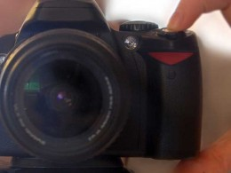 Fotowettbewerb: Finger drückt auf Kameraauslöser
