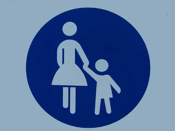 Mutter-Kind-Schild für Fußgängerzone
