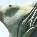 Skulptur mit halber zerstörter Brust
