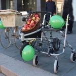 Fortbewegung der Generationen, Rollatoren und Kinderwagen