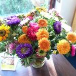 Bunter Blumenstrauss in einer Vase
