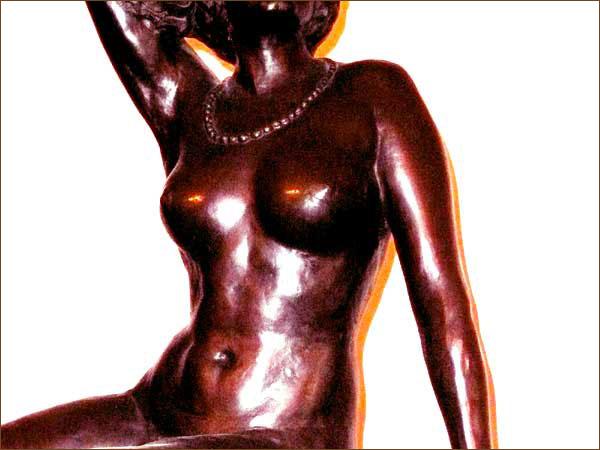 Skulptur-Ausschnitt einer nackten Frau