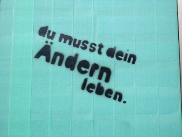 "Graffiti ""Du musst dein Ändern leben"""
