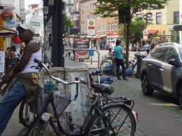Straßenzug mit geparkten Fahrrädern, (c) Siegel