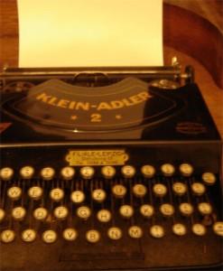 mitschreiben, altes Modell einer Schreibmaschine
